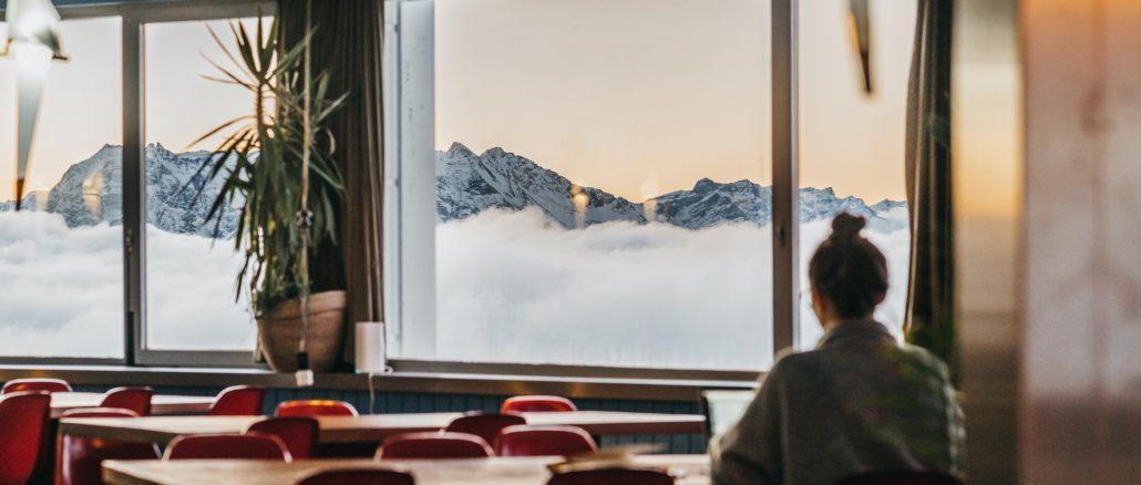 Galaaxy LAAX - Personen beim Arbeiten | Hostel Galaaxy in Laax, Graubünden (c) LAAX / Nicholas Illiano | Quelle: Schweiz Tourismus PR