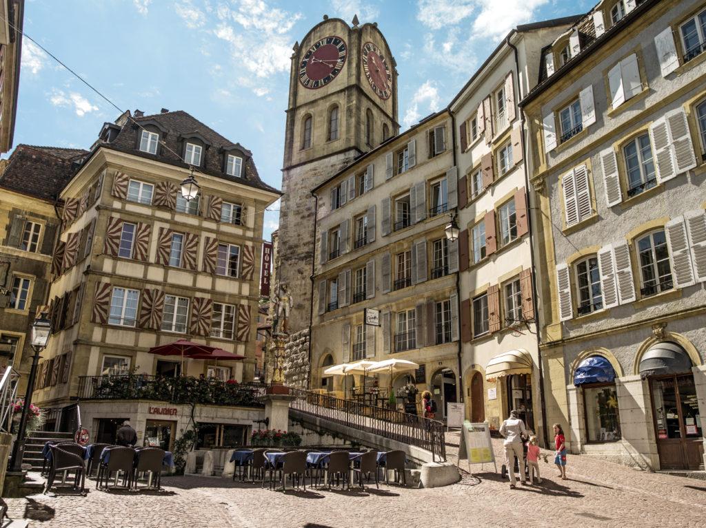 Schweiz. ganz natuerlich. Place du Banneret mit Venner-Brunnen, Neuchatel. | Urheber: Schweiz Tourismus, Markus Bühler-Rasom | Quelle: Schweiz Tourismus PR